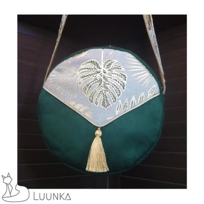 petit-sac-bandouliere-rond-collection-kheya-suedine-tissu-motifs-feuilles-vert-or-devant-zoom-made-in-france-luunka