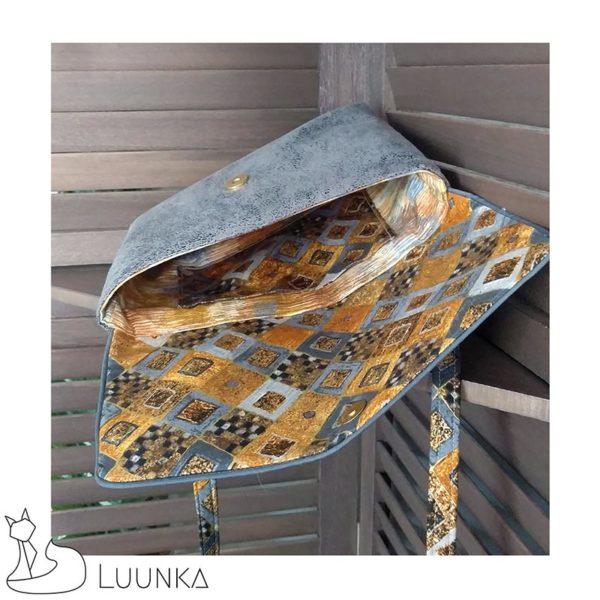pochette-bandouliere-collection-thiyopa-imitation-cuir-vieilli-coton-motifs-or-gris-interieur-zoom-made-in-france-luunka